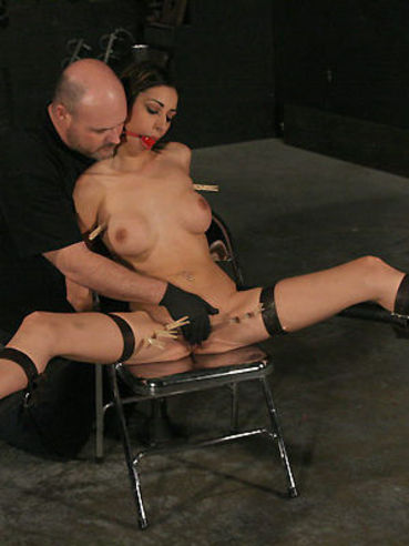 Tight Bodied Latin Bondage Girl Sisi Sinaloa Gets Dildoed And Tortured With Clothes Pegs